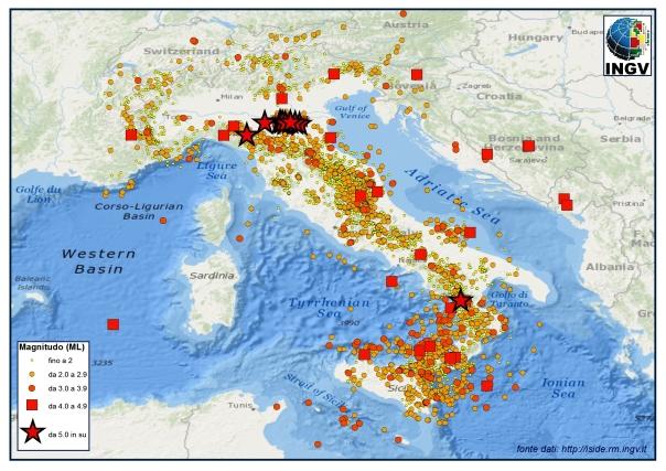 La distribuzione dei terremoti registrati dalla Rete Sismica Nazionale nel 2012 (fonte dati http://iside,rm.ingv.it). Gli eventi con magnitudo maggiore o uguale a 5.0 sono rappresentati con le stelle di colore rosso.
