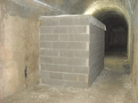 Figura 6 - Il casotto realizzato all'interno del bunker per isolare termicamente e dalle correnti il sismometro