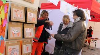 Volontari in piazza nell'edizione 2012