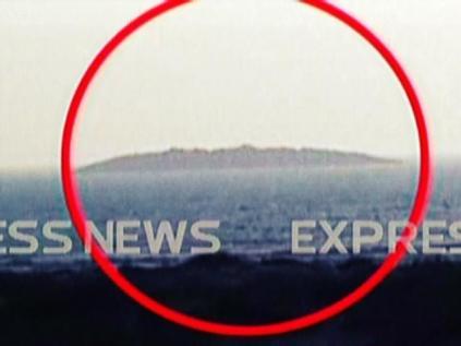 La presunta isola emersa al largo delle coste pakistane dopo il terremoto