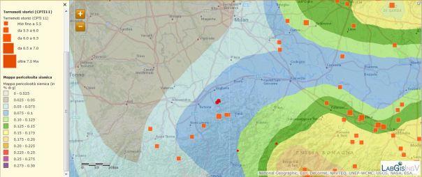 Localizzazione eventi del 21 novembre (agg. ore 13:00) sovrapposti alla mappa di pericolosità sismica ed ai terremoti storici (CPTI 11)