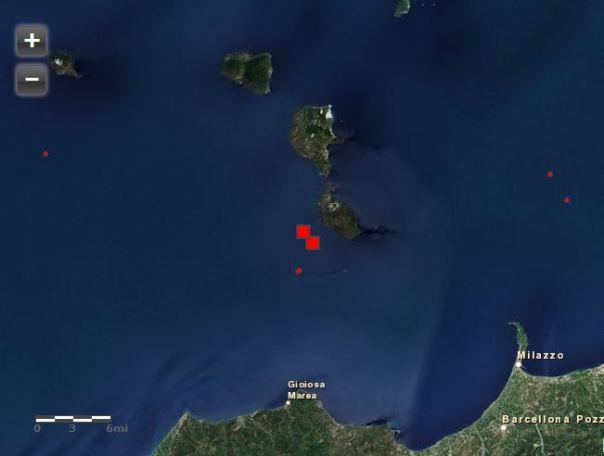 Il quadrato rosso indica l'evento di oggi alle ore 15.27. In rosso la sismicità degli ultimi 3 giorni ed in arancio quella dall'inizio dell'anno.