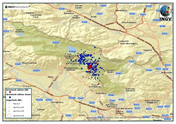 Localizzazione degli eventi avvenuti fino alle ore 12.00 del 20 gennaio tra le province di Caserta e Benevento. I due quadrati sono gli eventi di magnitudo ML4.9 del 29 dicembre 2013 e di ML4.2 del 20 gennaio 2014.