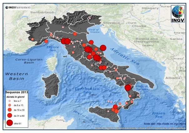 Le sequenze sismiche in Italia nel 2013. La dimensione dei simboli e il colore più scuro sono proporzionali alla durata di ciascuna sequenza (legenda a sinistra).