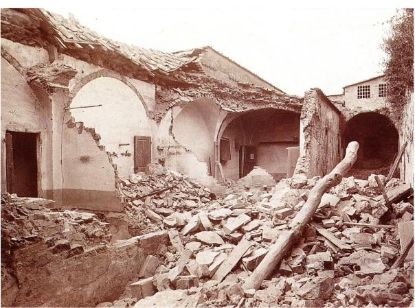 Le rovine di una casa colonica a Lappeggi [foto da Cioppi, 1995].