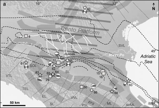 Figura 6: Schema sismotettonico della Pianura Padana, con i principali elementi paleogeografici ed, esclusivamente, i terremoti con M > 4,5 e profondità > 15km. Le isolinee tratteggiate rappresentano l'inclinazione della monoclinale regionale (elaborato da Mariotti e Doglioni, 2000). Fasce grigie: sorgenti sismogenetiche composite (DISS Working Group, 2014); linee bianche: faglie ereditate (Rogledi, 2010); area tratteggiata grigia: Piattaforma di Trento (Cuffaro et al., 2010); linee grigie tratteggiate: strutture trasversali; SVL, Schio-Vicenza Line; VTL, Val Trebbia Line; SOL, Stirone-Ongina Line; TEL, Taro-Enza Line; EL, Enza Line; SL, Secchia Line; VVL, Viareggio-Val di Lima-Bologna Line; PSL, Prato-Sillaro Line; ML, Montone Line; AVML, Arbia-Val Marecchia Line.