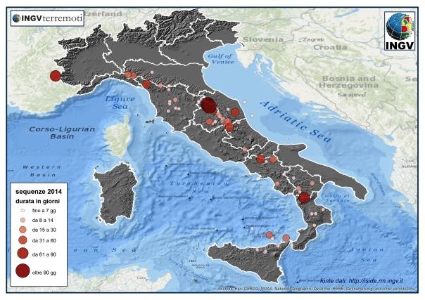 Distribuzione geografica delle 100 sequenze sismiche italiane del 2014 con almeno 5 terremoti. Le sequenze sono rappresentate in base alla loro durata: da meno di una settimana fino ad oltre tre mesi.