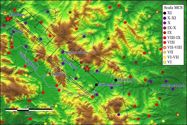 Intensità macrosismiche del terremoto del 16 dicembre 1857 (scala MCS) riprese dal Catalogo CPTI11 (Rovoda et al., 2011) e basate su di uno studio nel Catalogo dei Forti Terremoti in Italia (Guidoboni et al., 2007). La mappa è centrata sull'alta Val d'Agri e non comprende le zone periferiche del campo macrosismico. In nero è rappresentata la proiezione in superficie delle sorgenti sismogenetiche Melandro-Pergola (a nordovest) e Val d'Agri (a sud-est) del database DISS (link http://diss.rm.ingv.it/diss/). La zona che ha subito intensità di X grado o superiori è definita dalla linea blu a tratteggio. Il rettangolo nero tratteggiato è la sorgente macrosismica derivata dalle analisi automatiche dei dati di intensità (Gasperini et al., 1999). Le stelle rosse con i numeri 1 e 2 indicano rispettivamente l'epicentro proposto da Mallet e quello ottenuto dalle analisi automatiche (Gasperini et al., 1999). La linea bianca/blu mostra il percorso seguito da Mallet nel Vallo di Diano e nell'Alta Val d'Agri (tratto da Ferrari, 2004-2009, vedi anche