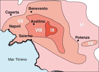 Mappa macrosismica del terremoto dell'Irpinia del 1980. Ogni linea che contiene un'area di colore diverso, racchiude le località di uguale grado di intensità (isolinea), cioè le aree che hanno subìto lo stesso grado di danneggiamento.
