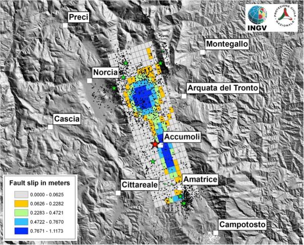 Modello preliminare di distribuzione dello slip dai dati ALOS2, Sentinel 1 e GPS in continuo. In rosso il mainshock, i punti neri sono le repliche rilocalizzate in modo preliminare con la procedura NonLinLoc.